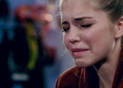 Bab Buelens in tranen nadat ze afscheid moet nemen van Familie