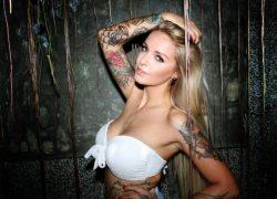 Pommeline Tillière poseert naakt op Instagram